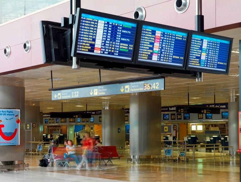 Aeropuertos canarios descenso tráfico