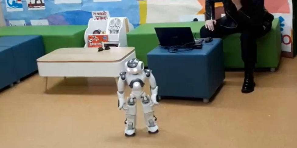 La divertida llegada de un robot a un colegio gallego