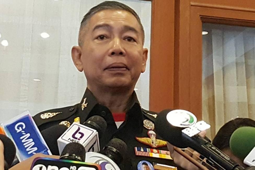 Jefe del Ejército de Tailandia se disculpa entre lágrimas por el tiroteo en que un militar mató a 30 civiles