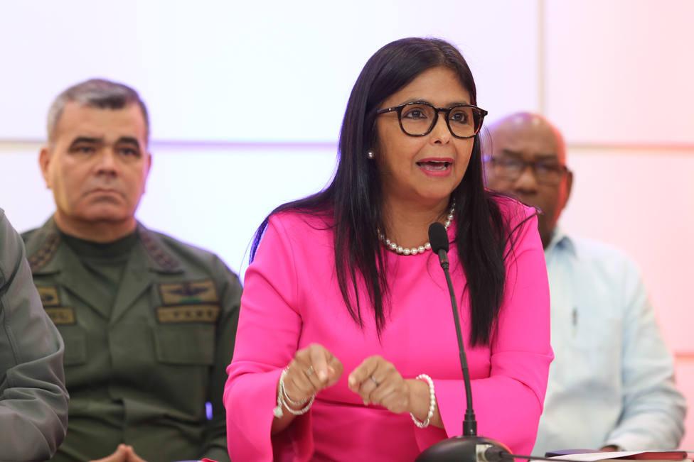Delcy Rodríguez acusa a Guaidó de perseguir sus intereses y de ser un traidor a la patria
