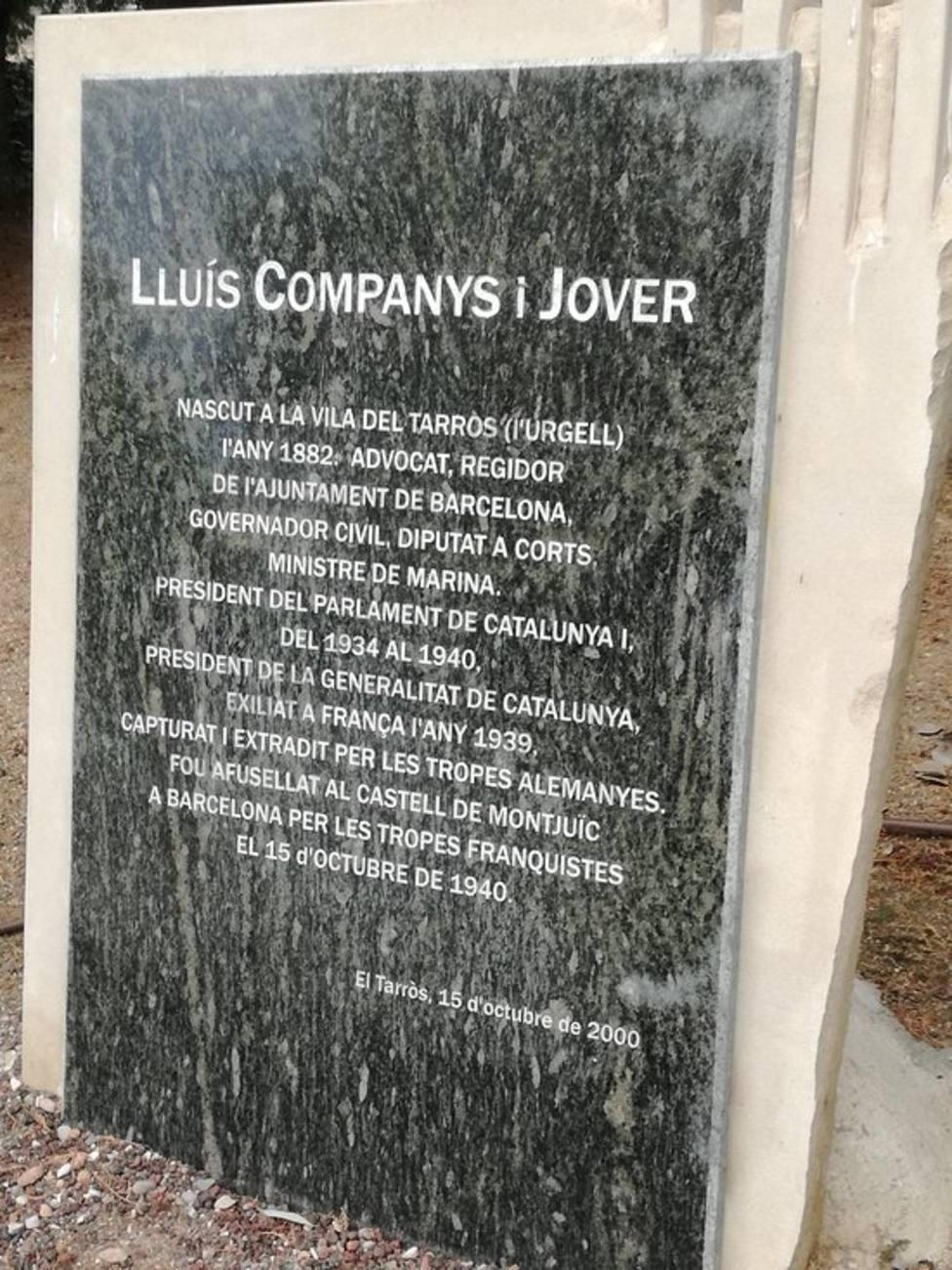 Esta es la placa que hay en El Tarrós que recuerda la biografís de Lluís Companys