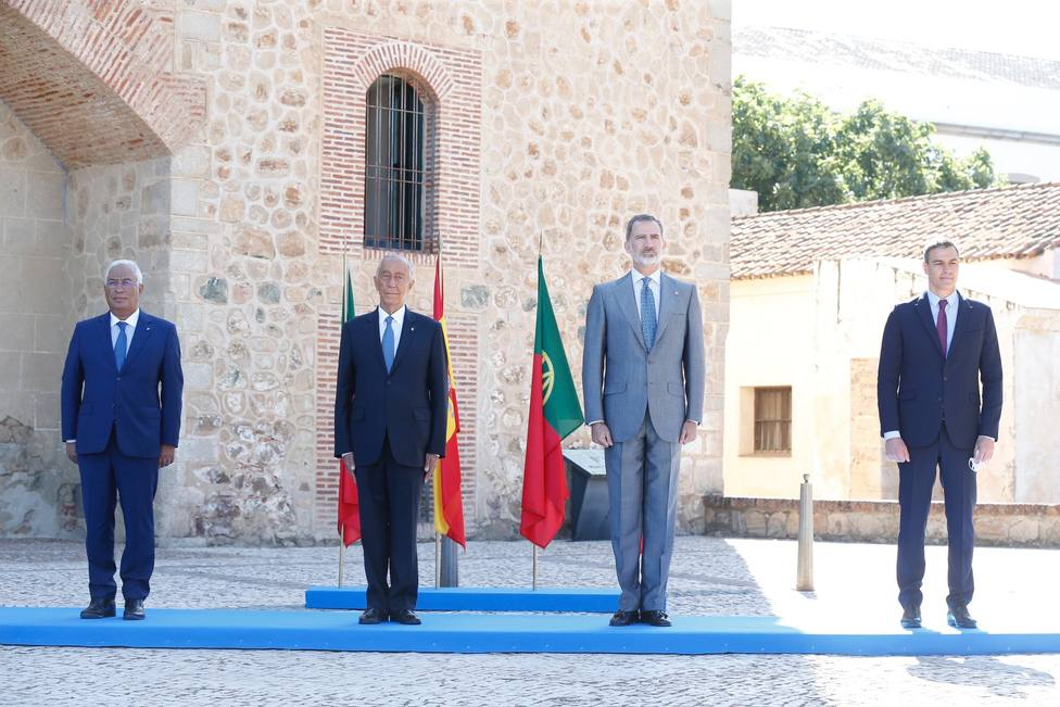 Felipe VI y Marcelo Rebelo de Sousa junto a Pedro Sánchez y Antonio Costa en Badajoz. Foto: Casa Real