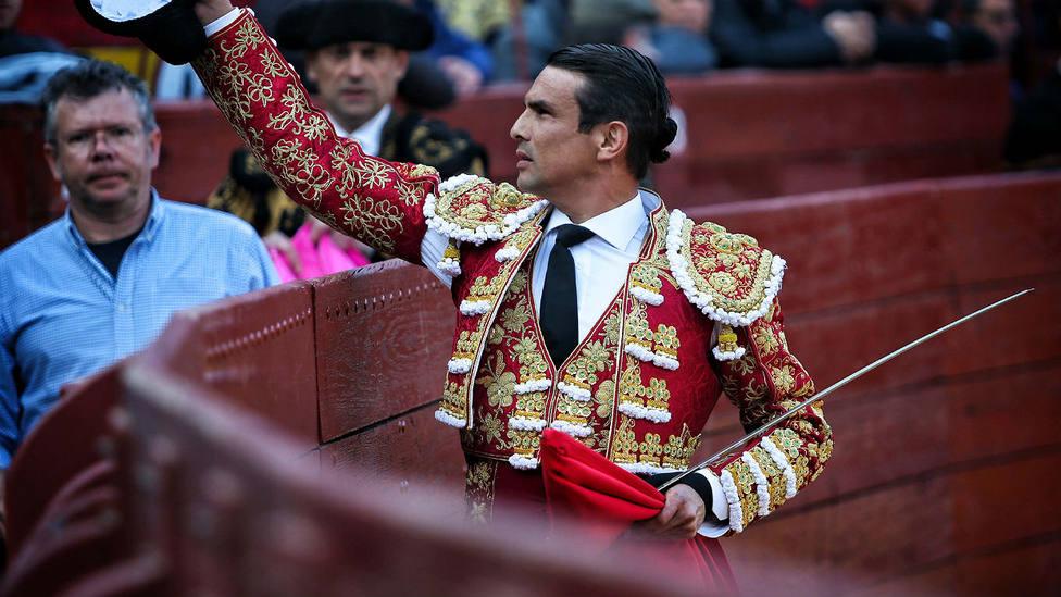 La lesión de espalda de José María Manzanares sigue trayéndole de cabaeza