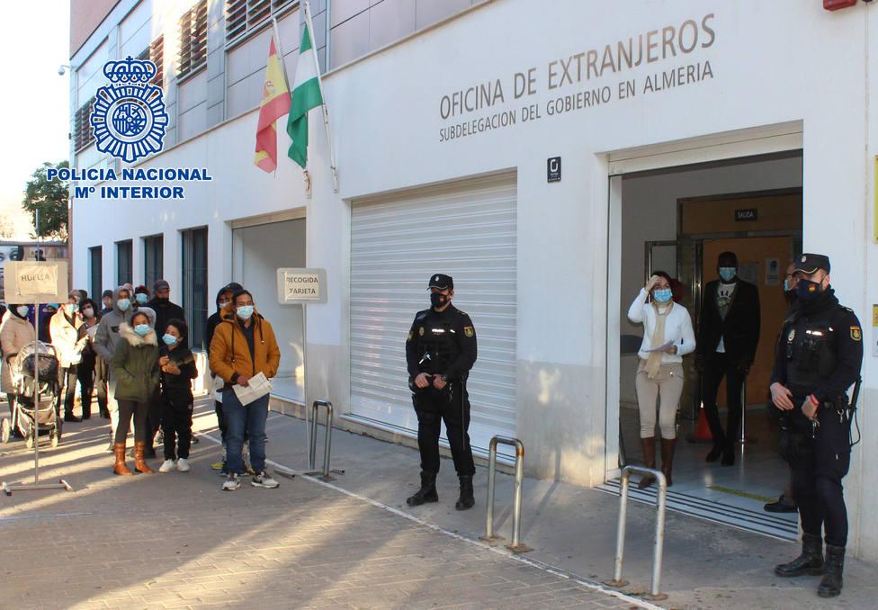 La Oficina de Extranjería de Almería ha expedido más de 32.000 tarjetas de residencia durante 2020