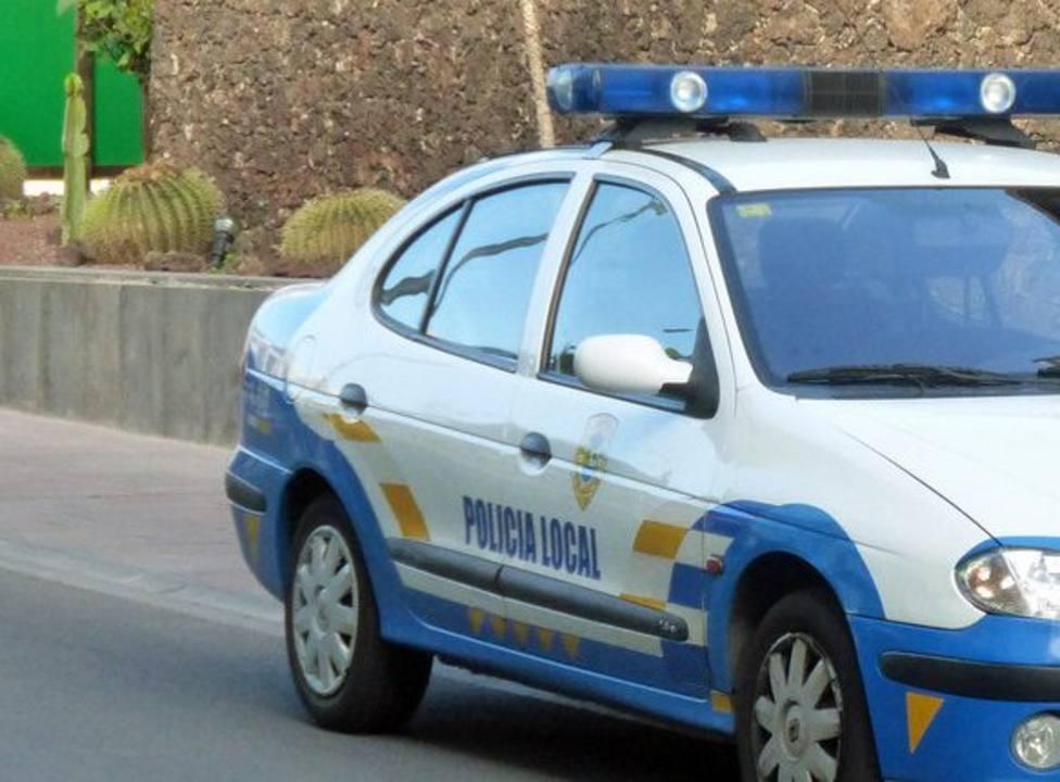 Policía Local de La Oliva identifica a un grupo de personas que festejó Nochevieja en una plaza de Corralejo