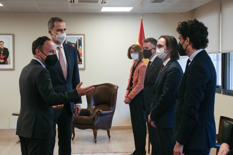 El Rey se reúne en Andorra con el jefe de Gobierno junto a las dos ministras de Exteriores
