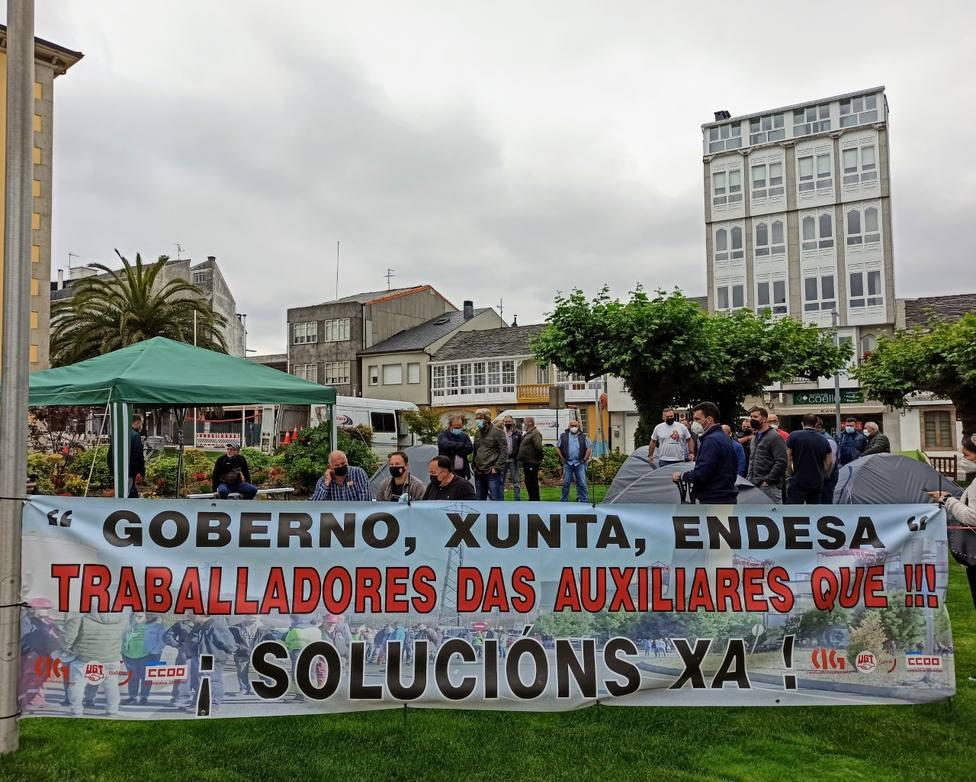 La acampada se desarrolla frente al concello de As Pontes desde el martes 6 de julio. FOTO: CCOO