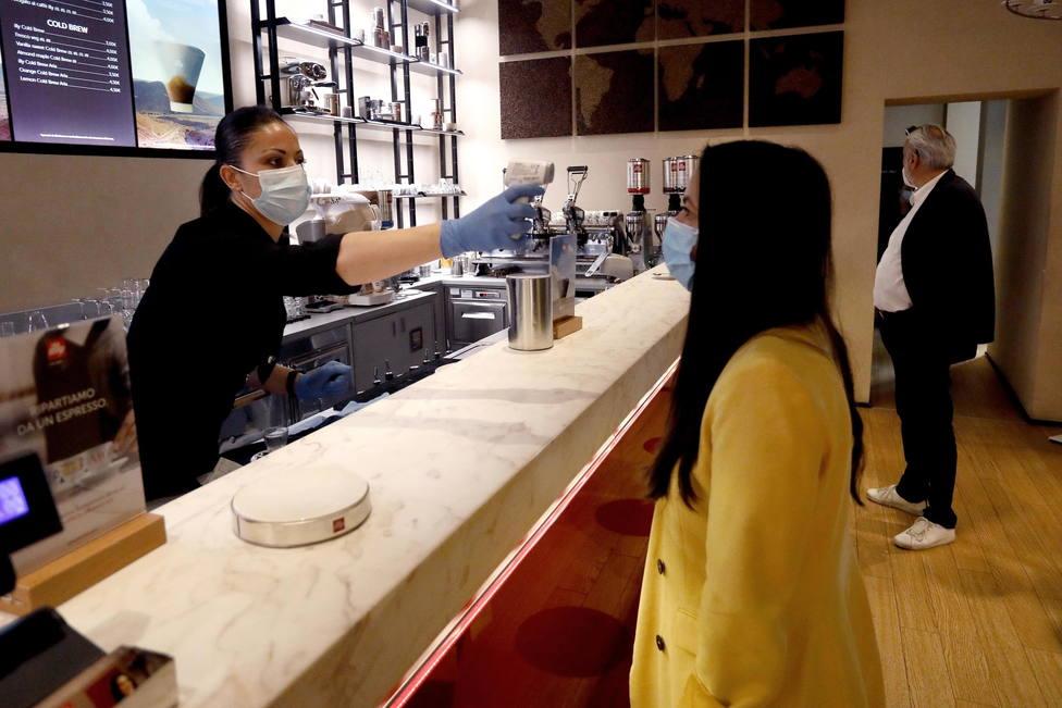 Italia pedirá certificado de vacunación o prueba negativa para entrar al interior de bares y restaurantes