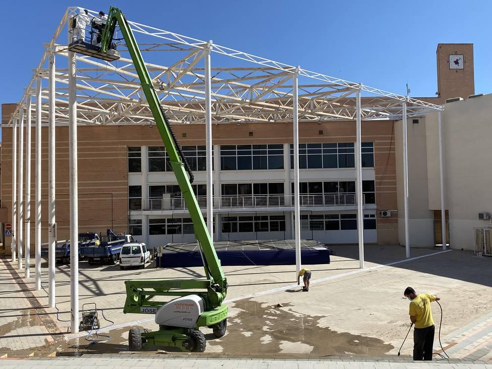 El Ayuntamiento lleva a cabo labores de acondicionamiento en el patio del Centro Cívico