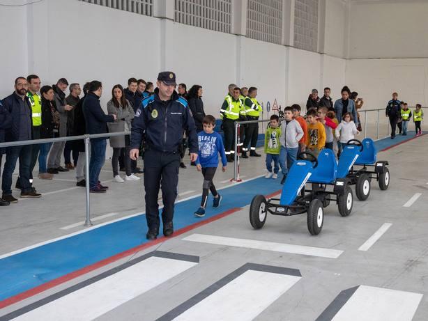 Alumnos del colegio de San Xoan en la inauguración de la Escuela de Movilidad de Ferrol