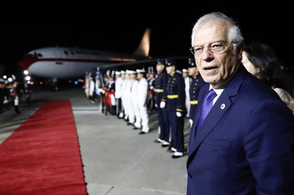 La falta de escalera demora casi una hora la bajada de los Reyes del avión en Argentina