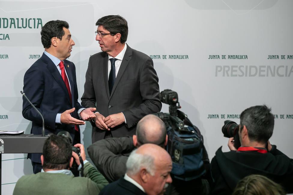 Moreno y Marín presumen de sintonía al completar las medidas para los 100 primeros días: En Andalucía cumplimos