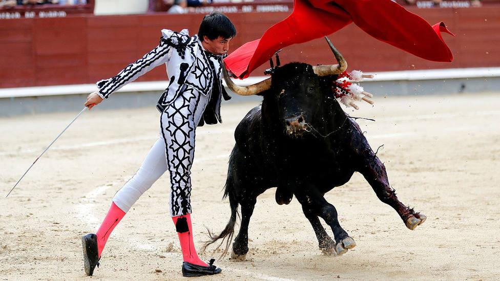 Pase de pecho de Francisco José Espada al toro de Pereda al que cortó una oreja en Las Ventas