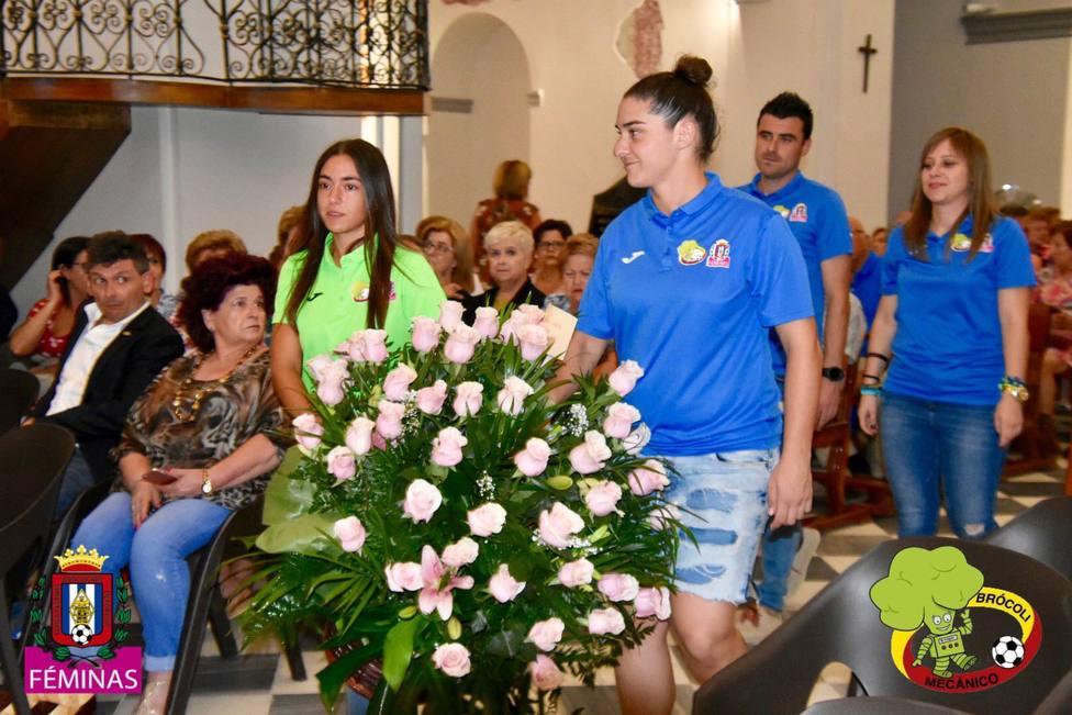 El Brócoli Mecánico Lorca Féminas realizó la ofrenda floral a la Virgen de las Huertas