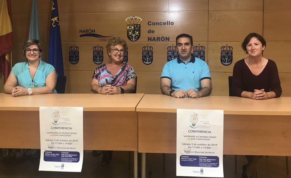 Integrantes de la Asocación Áurega con responsables del gobierno de Narón - FOTO: Concello de Narón