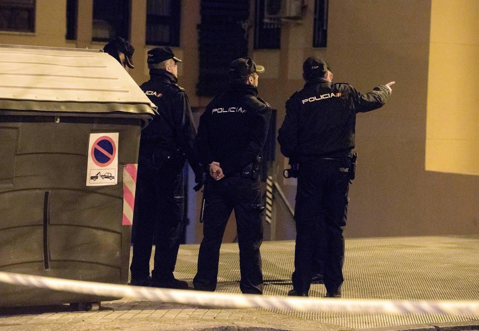 Foto de archivo de varios agentes de la Policía Nacional - FOTO: Efe / Miguel Ángel Molina