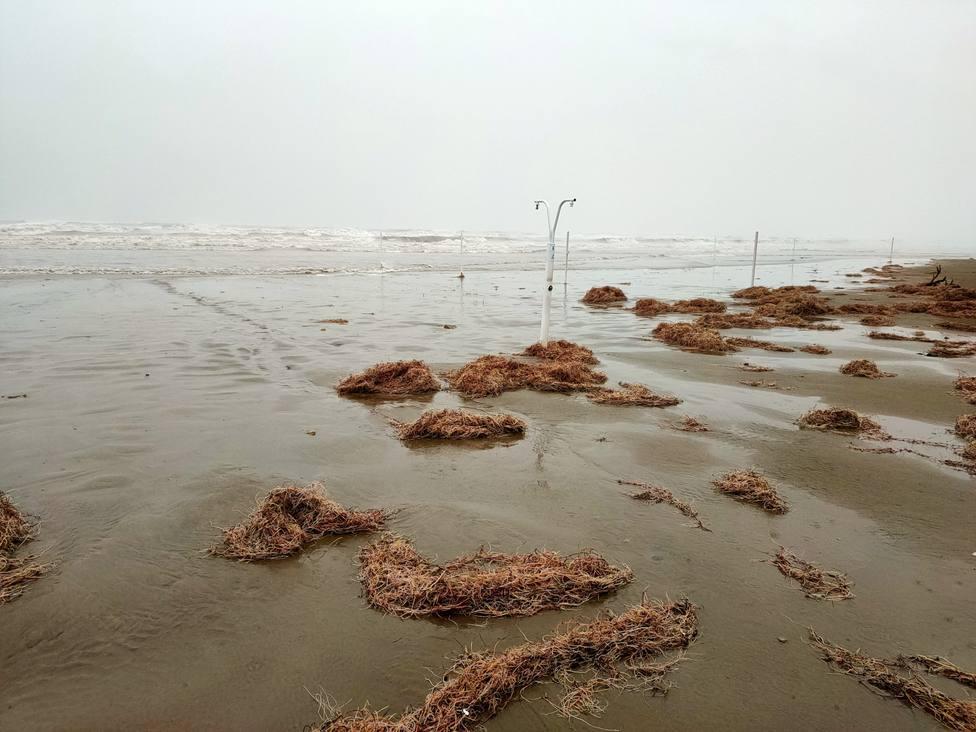 Imagen playa de El Gurugú durante el temporal marítimo