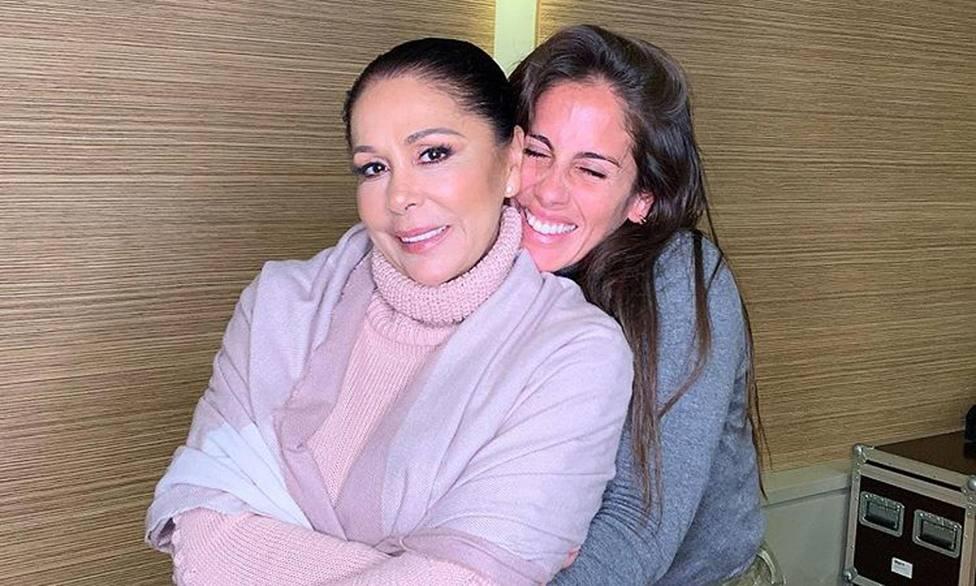 Anabel Pantoja junto a su tía Isabel