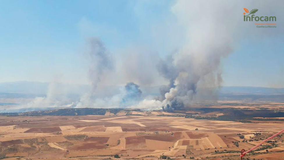 Un incendio entre Madrid y Guadalajara obliga a desalojar dos urbanizaciones