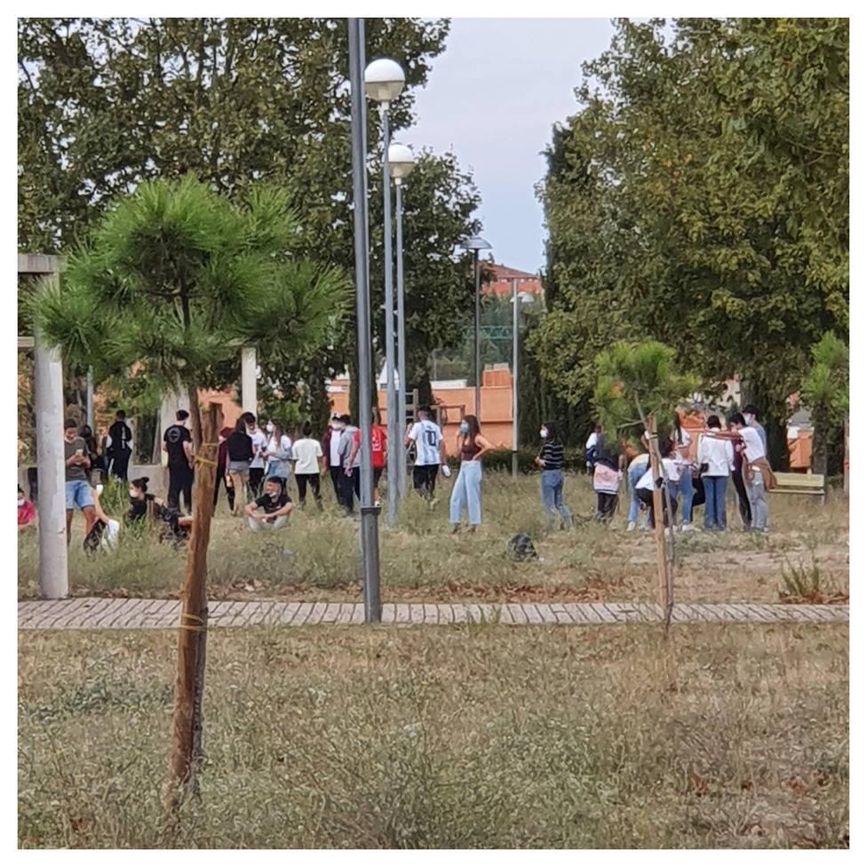Botellón en las inmediaciones del parque Don Juan Tenorio