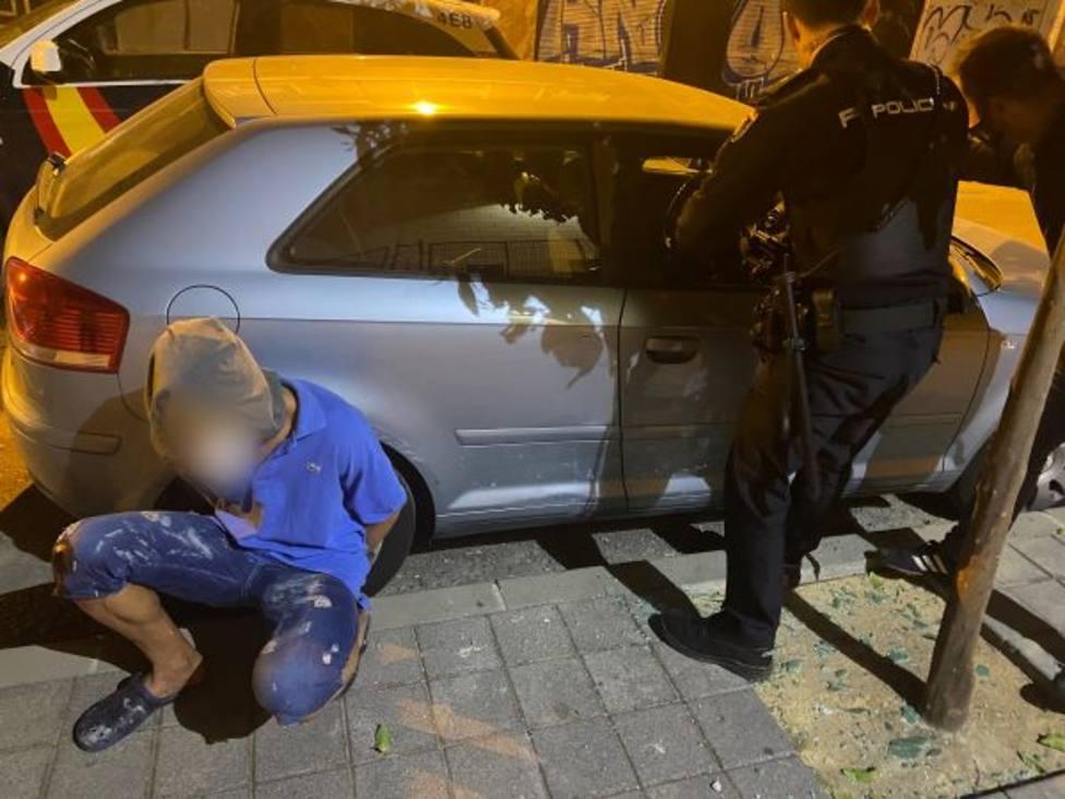La Policía Nacional detiene in fraganti a una persona cuando llevaba a cabo un robo en interior de vehículo