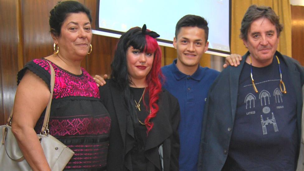 La hija de Almudena Grandes y Luis García Montero se presenta por Falange el 4-M en Madrid