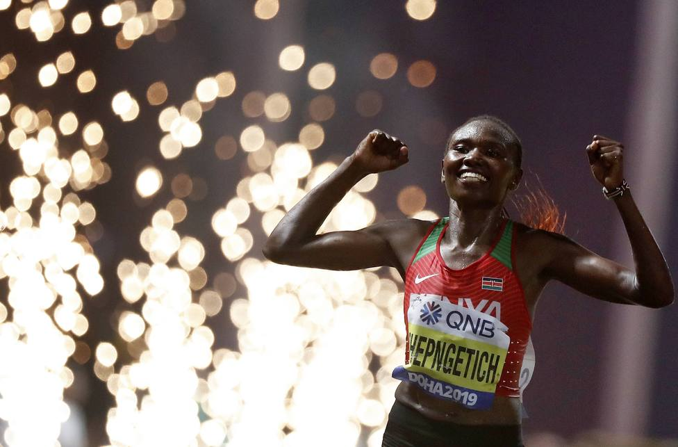(190928) -- DOHA, Sept. 28, 2019 -- Ruth Chepngetich of Kenya celebrates after the women s marathon final at the 2019 IA