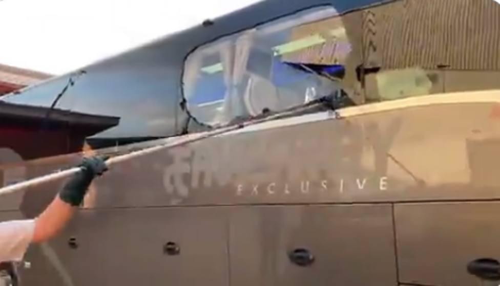 El autobús del Real Madrid ha sido apedreado en su llegada a Anfield