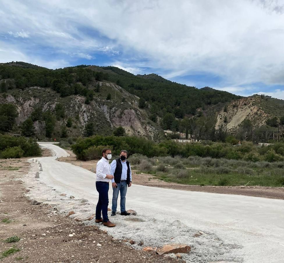 Lorca pavimenta el camino sobre el cruce del Río Guadalentín