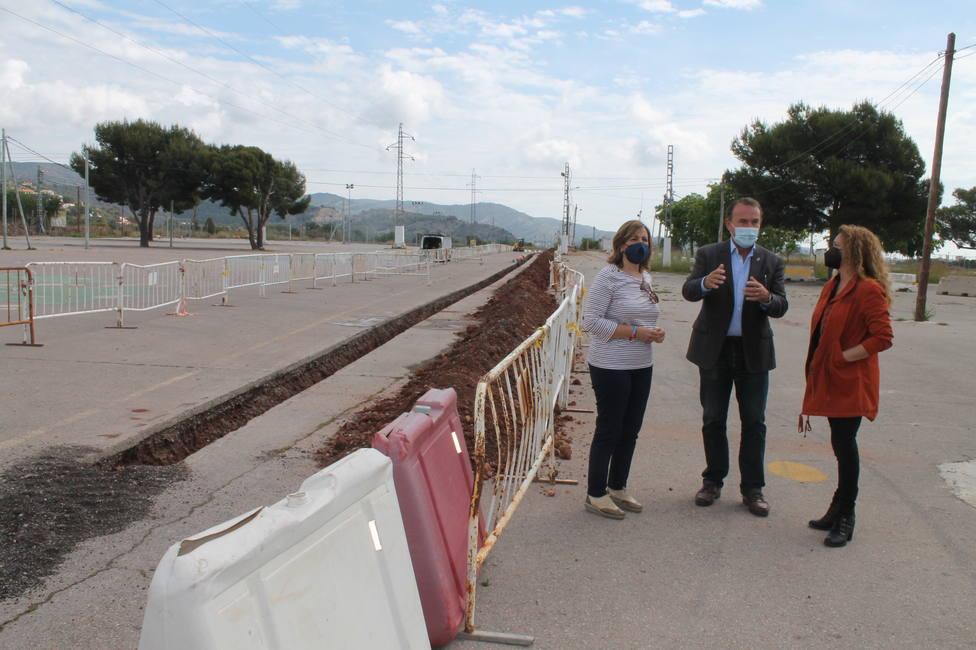 La alcaldesa Susana Marqués visita el recinto de festivales junto a los concejales Elena Llobel y Carlos Díaz