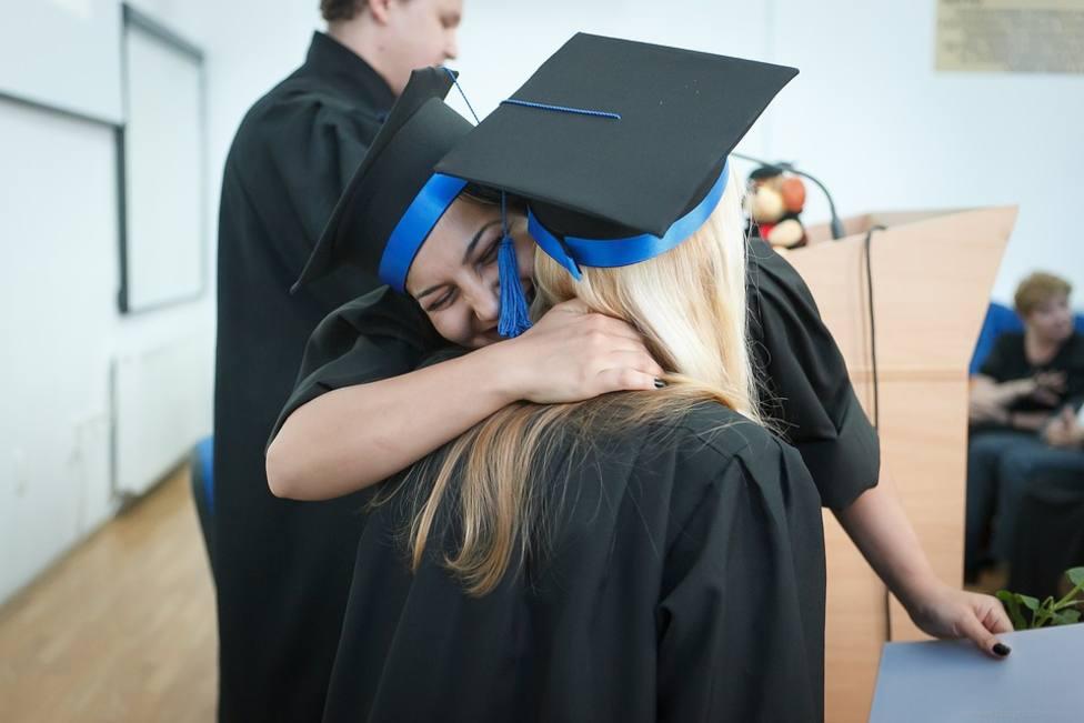 Los familiares podrán asistir a los actos de graduación en Cantabria, incluso en los interiores