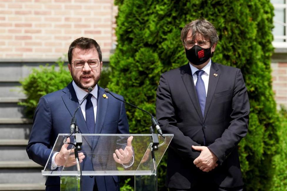 Pere Aragonès junto a Carles Puigdemont en su reunión en Waterloo