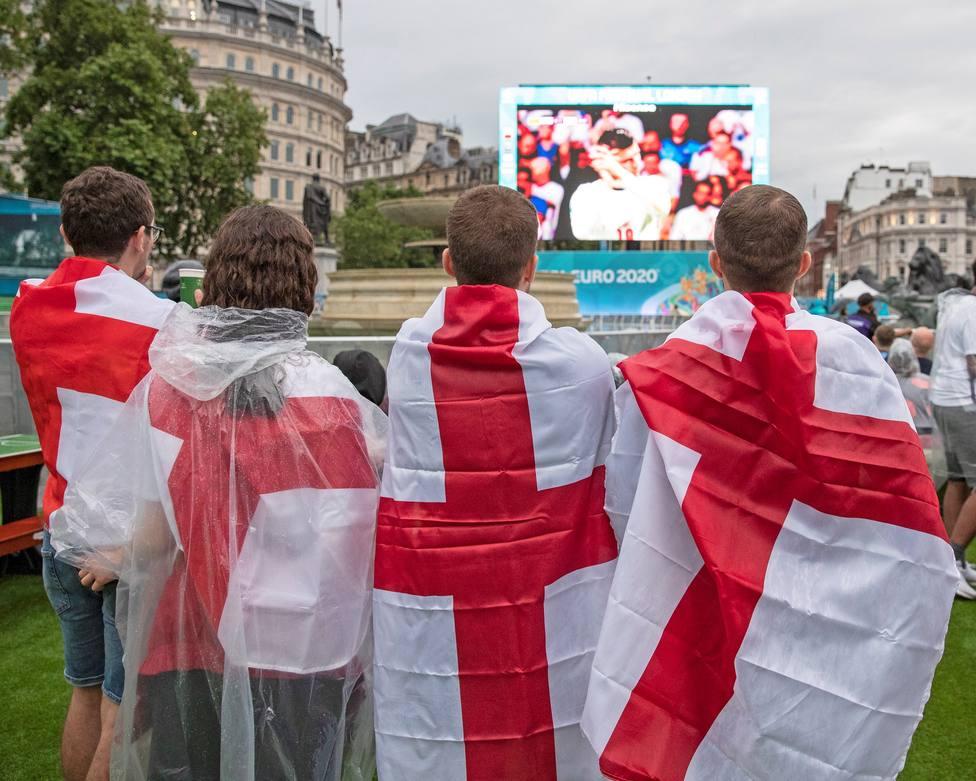Aficionados ingleses durante la final de la Eurocopa 2020.