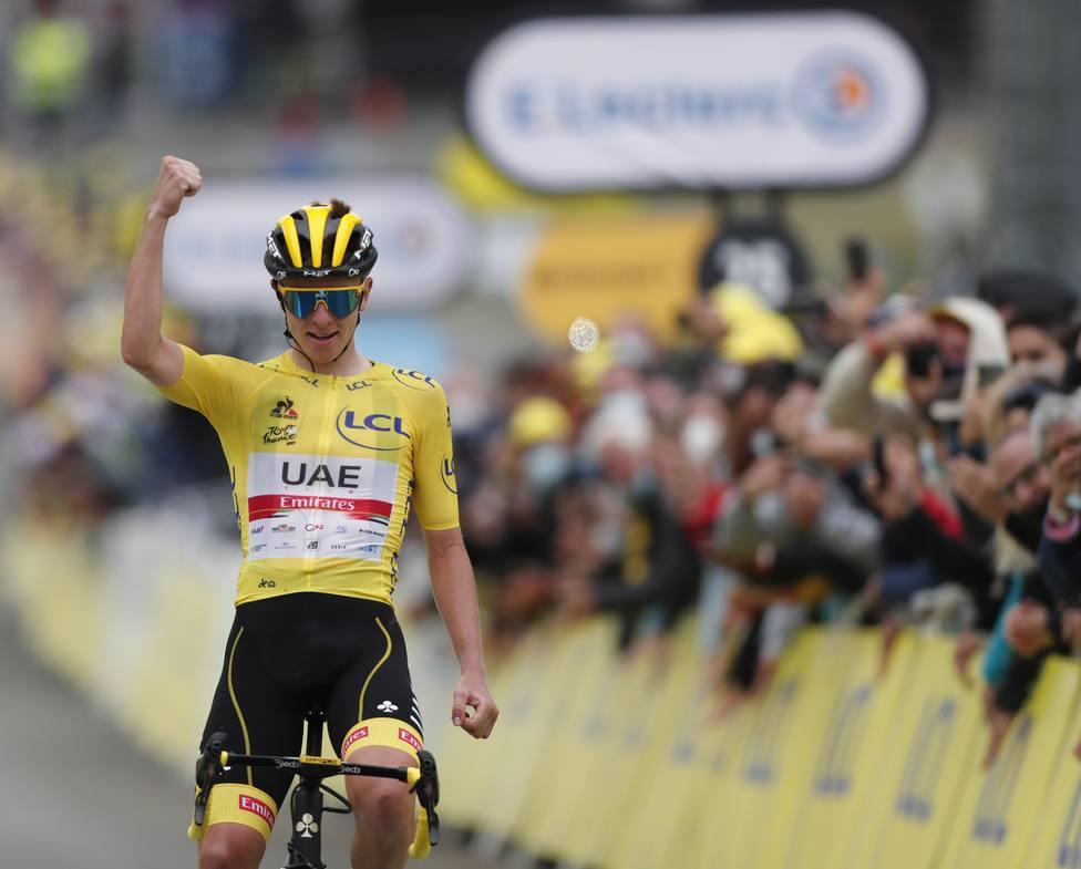 Pogacar celebrando la victoria en Luz Ardiden.