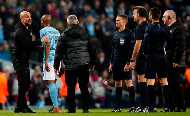 Pep Guardiola critica a Mateu Lahoz durante el Manchester City - Roma, de Liga de Campeones. Cordon Press