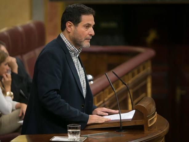 En Comú pide endurecer incompatibilidades para evitar que abogados del Estado salten a bufetes que denuncian a España