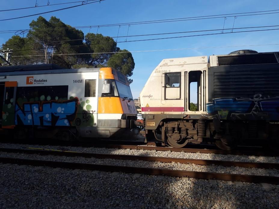 Continúan los trabajos de retirada del tren por el accidente en Castellgalí (Barcelona)