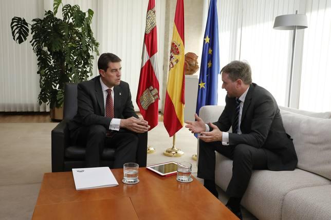 El presidente de las Cortes, Ángel Ibáñez, y el alcalde de Burgos, Javier Lacalle