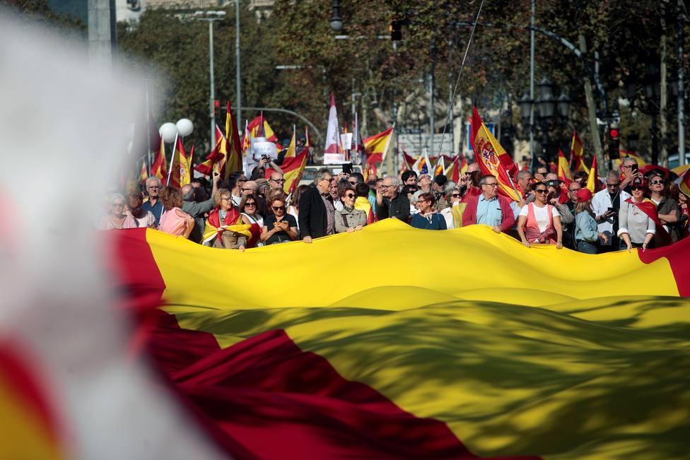 Miles de personas se manifiestan en Barcelona para decir basta al procés
