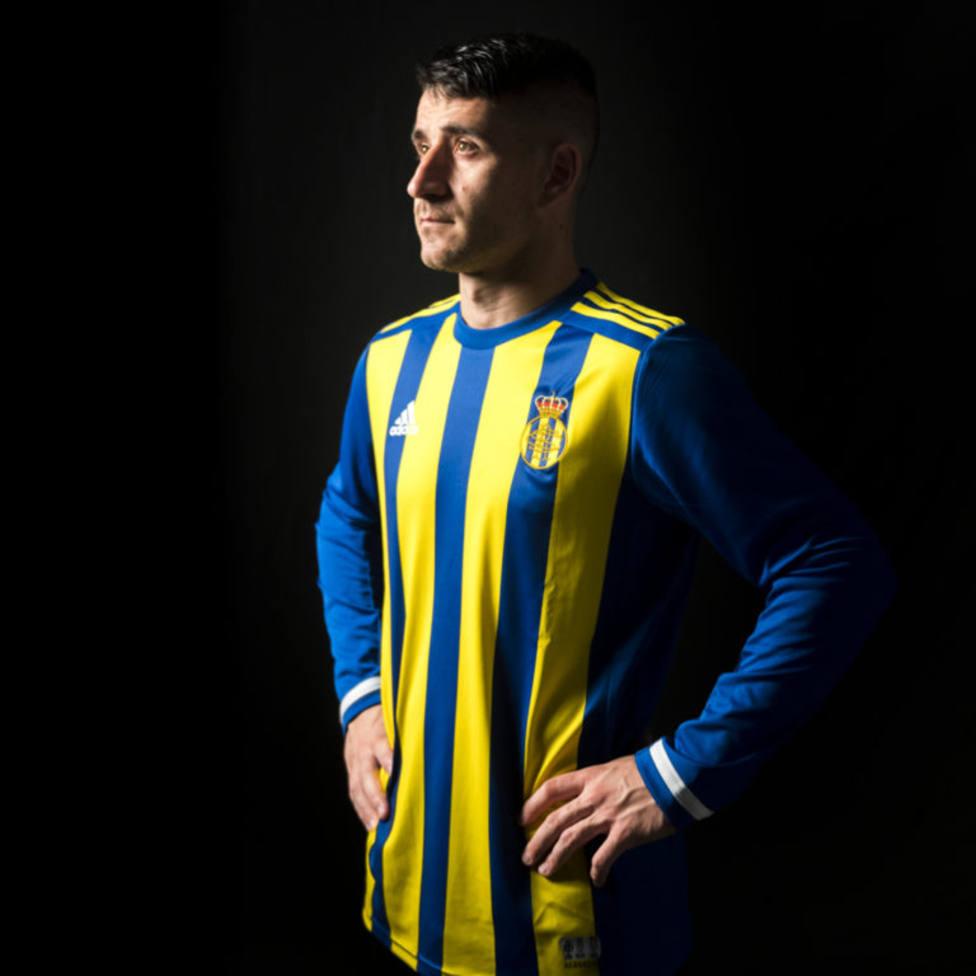 Los colores del Stadium, en la camiseta especial del Real Oviedo.
