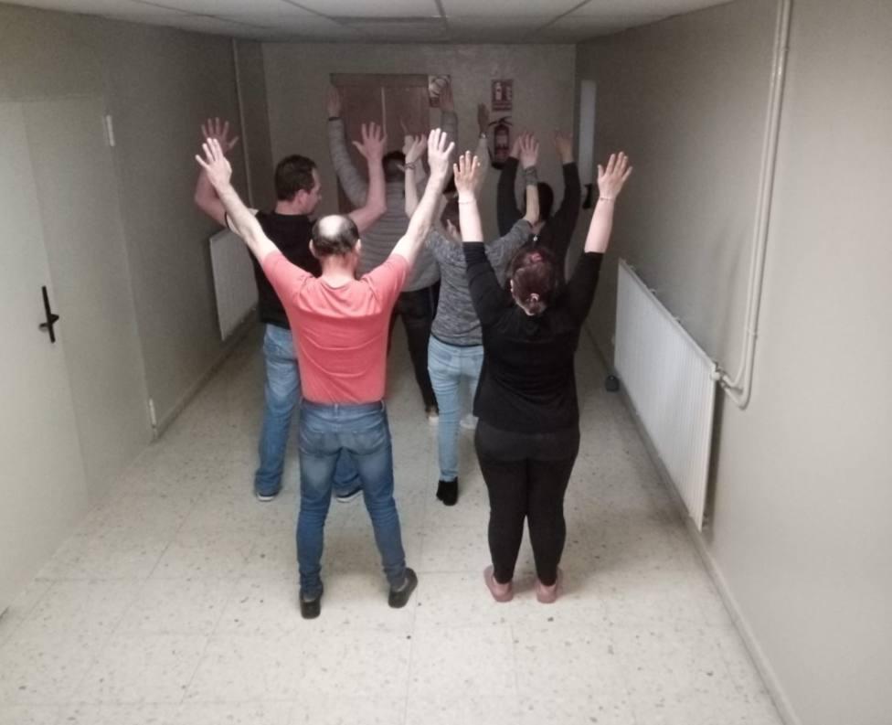 Usuarios del Refugio Pardo de Atín haciendo ejercicio - FOTO: Hospital Juan Cardona