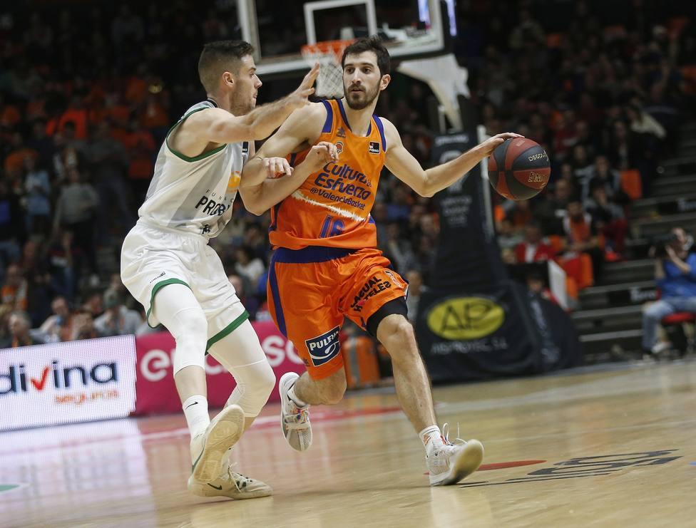 Guillem Vives, en un partido con el Valencia Basket