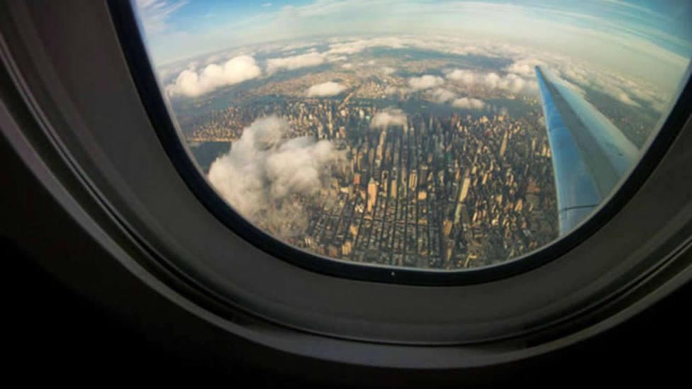 La curiosa razón por la que tenemos que subir las ventanillas del avión en el despegue y en el aterrizaje