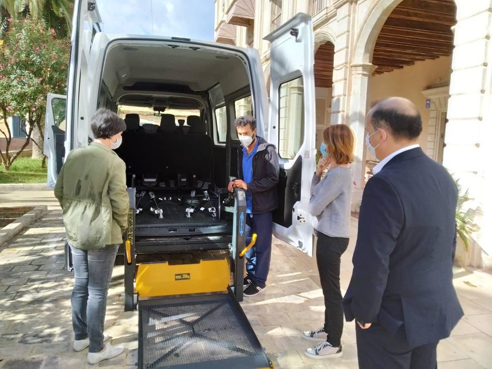 El Geriátrico adquiere un nuevo vehículo adaptado para el transporte de residentes