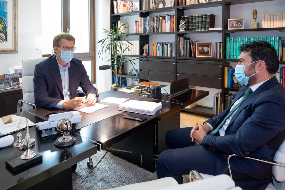 O presidente da Xunta reúnese co alcalde da Veiga