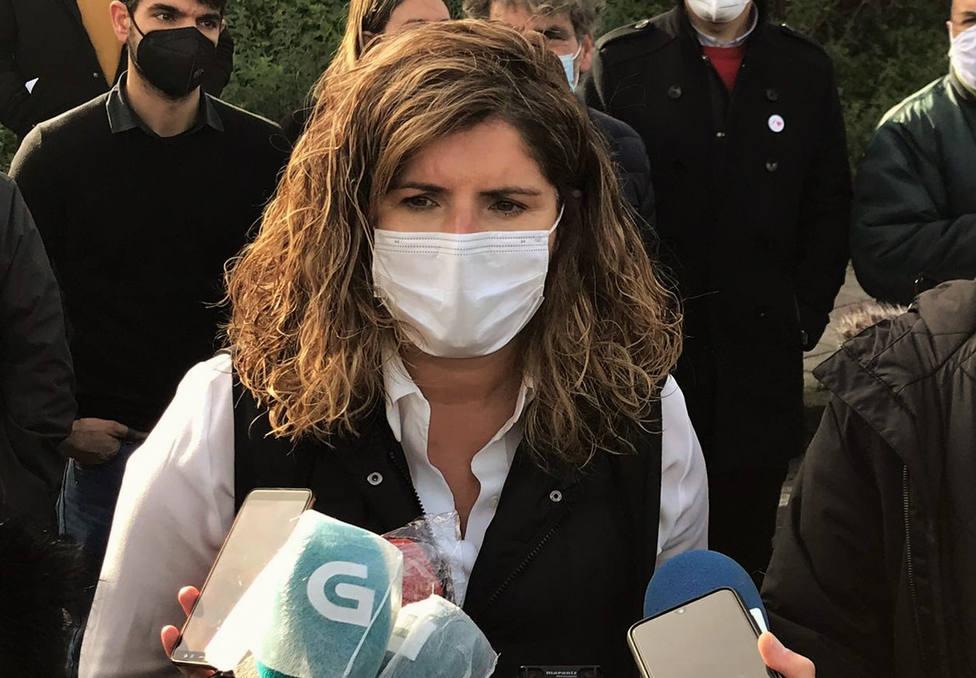 Foto de archivo de la alcaldesa de Narón, Marián Ferreiro, atendido a los medios de comunicación