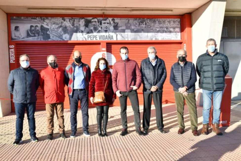 El Real Murcia estrena la puerta 6 homenaje de Pepe Vidaña