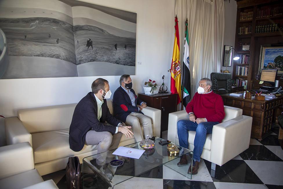 Elpresidente de la Diputación de CC, Carlos Carlos y el alcalde de Plasencia Fernando Pizarro