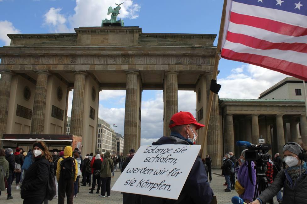 Miles de manifestantes protestan en Alemania contra las restricciones por la covid-19