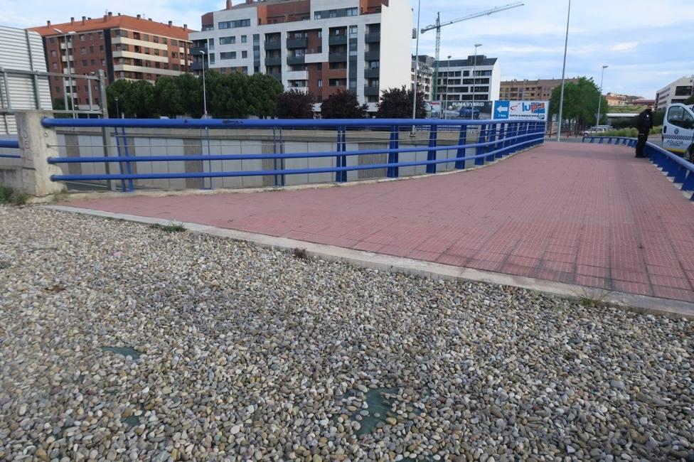 Detenida una joven por lanzar piedras a los vehículos desde un puente sobre la LO-20 en Logroño
